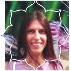 Денисова Людмила – сертифицированный инструктор-преподаватель Федерации йоги России по перинатальной йоге