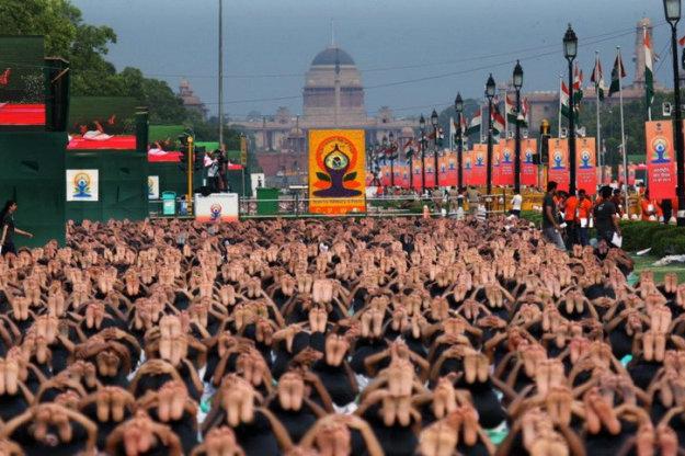 Международный день йоги в Нью-Дели (проспект Раджпатх)