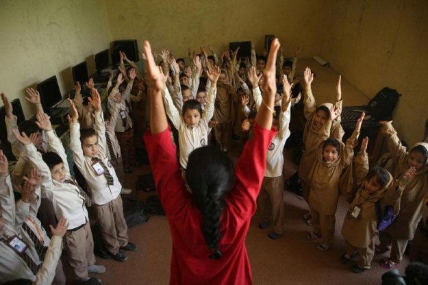 Международный день йоги в частной школе в Кабуле, Афганистан
