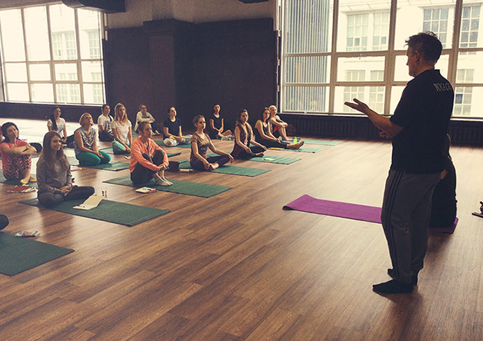 Фото йога зал в Школе инструкторов йоги Федерации йоги России