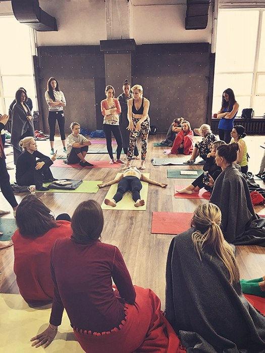 Голая йога в россии