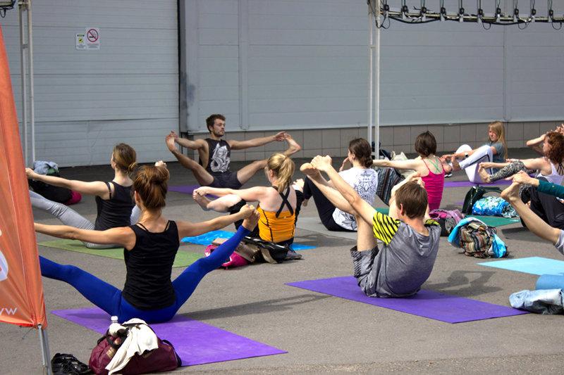 Йога на МосВегФесте 2017
